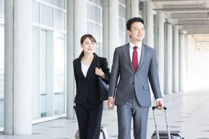 日本人ビジネスマンとビジネスウーマンの写真素材 [FYI04690007]