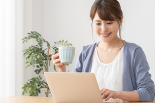 日本人ビジネスウーマンの写真素材 [FYI04690218]