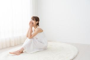 日本人女性の写真素材 [FYI04690314]