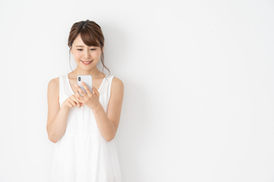 日本人女性の写真素材 [FYI04690373]