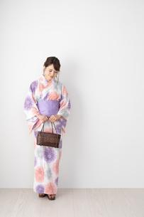 浴衣を着た日本人女性の写真素材 [FYI04690664]