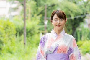 浴衣を着た日本人女性の写真素材 [FYI04690711]