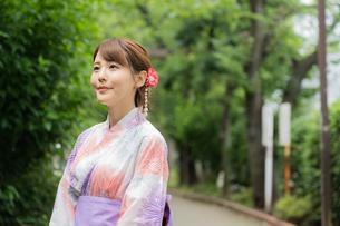 浴衣を着た日本人女性の写真素材 [FYI04690718]