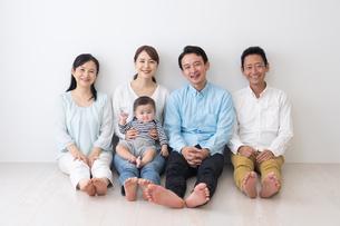 3世代家族の写真素材 [FYI04690829]