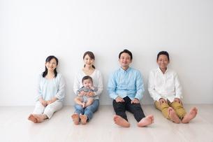 3世代家族の写真素材 [FYI04690831]