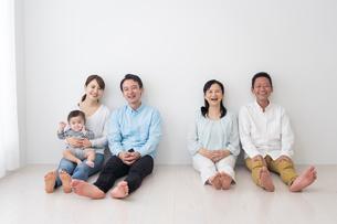 3世代家族の写真素材 [FYI04690837]