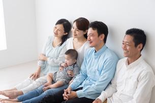 3世代家族の写真素材 [FYI04690847]