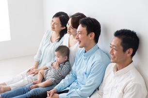 3世代家族の写真素材 [FYI04690850]