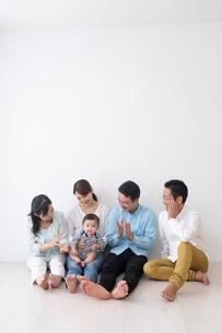 3世代家族の写真素材 [FYI04690855]