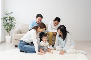 3世代家族の写真素材 [FYI04690862]