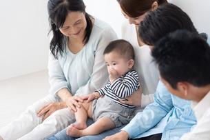 3世代家族の写真素材 [FYI04690877]