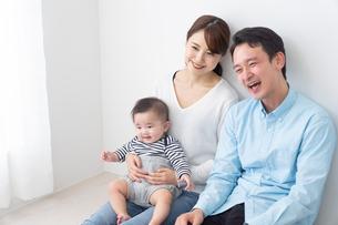 日本人家族の写真素材 [FYI04690931]