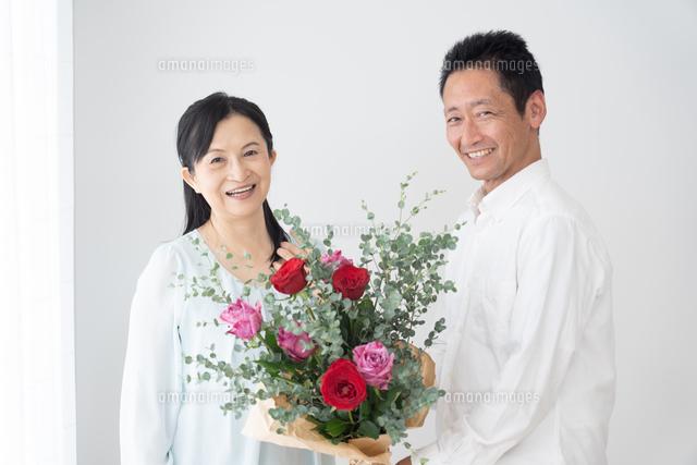 日本人シニア夫婦の写真素材 [FYI04691048]