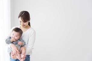 母親と赤ちゃんの写真素材 [FYI04691145]