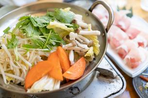鍋料理の写真素材 [FYI04691369]