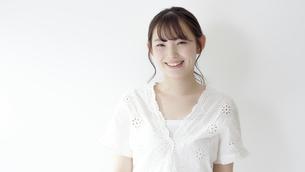 日本人女性の写真素材 [FYI04691689]