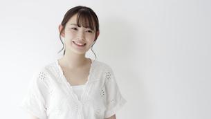 日本人女性の写真素材 [FYI04691701]