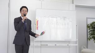 日本人ビジネスマンの写真素材 [FYI04691945]
