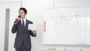 日本人ビジネスマンの写真素材 [FYI04691955]