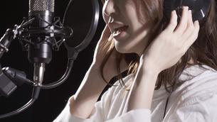 女性ボーカルの写真素材 [FYI04692195]