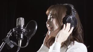女性ボーカルの写真素材 [FYI04692197]