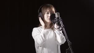 女性ボーカルの写真素材 [FYI04692199]