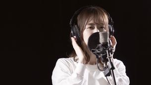 女性ボーカルの写真素材 [FYI04692205]