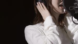 女性ボーカルの写真素材 [FYI04692207]
