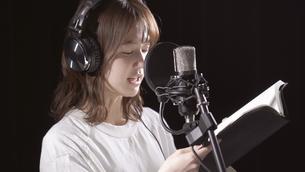 女性ボーカルの写真素材 [FYI04692211]