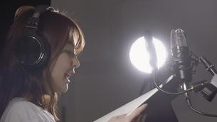 女性ボーカルの写真素材 [FYI04692220]