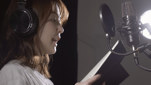 女性ボーカルの写真素材 [FYI04692225]