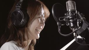 女性ボーカルの写真素材 [FYI04692228]