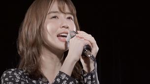 女性ボーカルの写真素材 [FYI04692236]