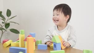 遊ぶ子供の写真素材 [FYI04692584]