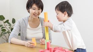 遊ぶ子供の写真素材 [FYI04692585]