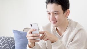 日本人男性の写真素材 [FYI04692671]