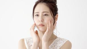 日本人女性の写真素材 [FYI04692892]