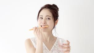日本人女性の写真素材 [FYI04692946]