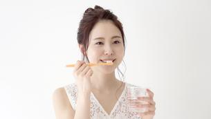 日本人女性の写真素材 [FYI04692947]