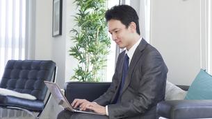 日本人ビジネスマンの写真素材 [FYI04693075]