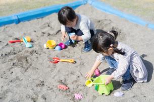 遊ぶ子供の写真素材 [FYI04693332]