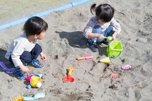 遊ぶ子供の写真素材 [FYI04693333]
