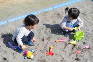 遊ぶ子供の写真素材 [FYI04693334]
