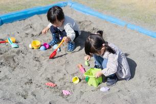 遊ぶ子供の写真素材 [FYI04693338]