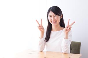 日本人女性の写真素材 [FYI04693389]