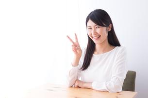 日本人女性の写真素材 [FYI04693393]