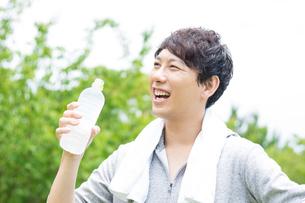 日本人男性の写真素材 [FYI04693787]