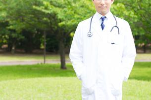 日本人男性医師の写真素材 [FYI04693830]