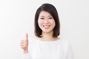 日本人女性の写真素材 [FYI04693916]