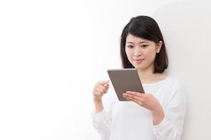 日本人女性の写真素材 [FYI04693956]